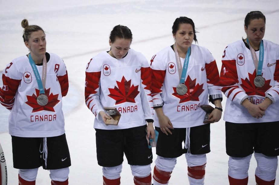 Aussitôt la médaille passée autour de son cou,... (Photo Brian Snyder, Reuters)