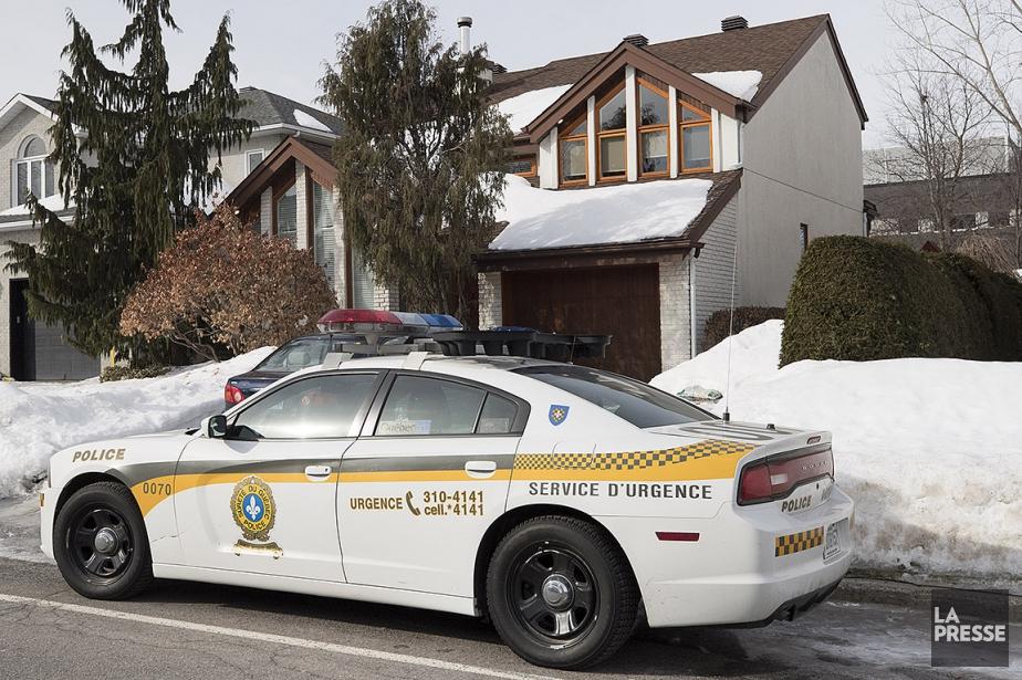 Les policiers ont mené une perquisition dans une... (Patrick Sanfaçon, La Presse)