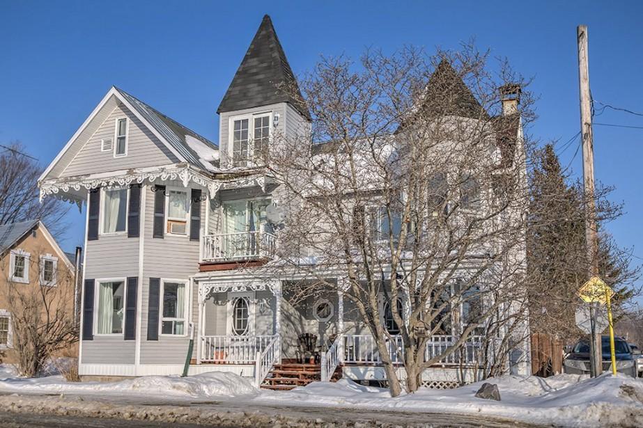 Avec sa frise et ses tourelles, la demeure... (Photo fournie par Centris)