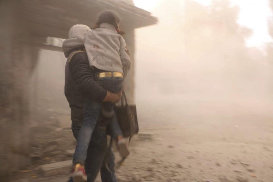 Des bombardement dans la région de la Ghouta... (Photo AP)