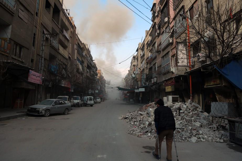 L'aviation et l'artillerie du régime ont pilonné la... (PHOTO HAMZA AL-AJWEH, AFP)