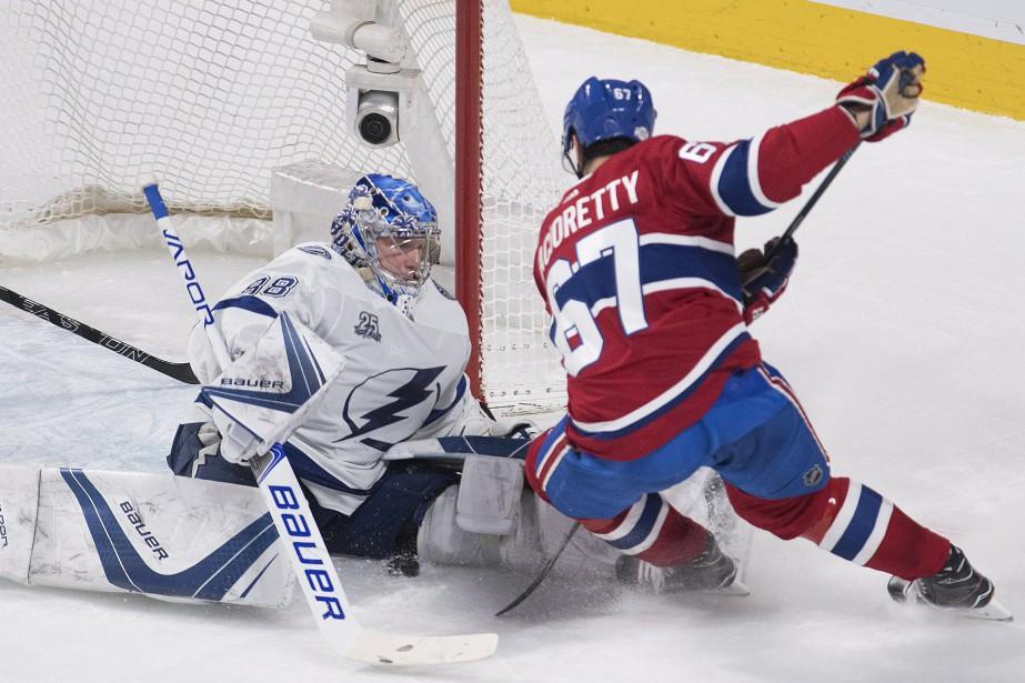 Andrei Vasilevskiy face à Max Pacioretty.... (Photo La Presse canadienne)