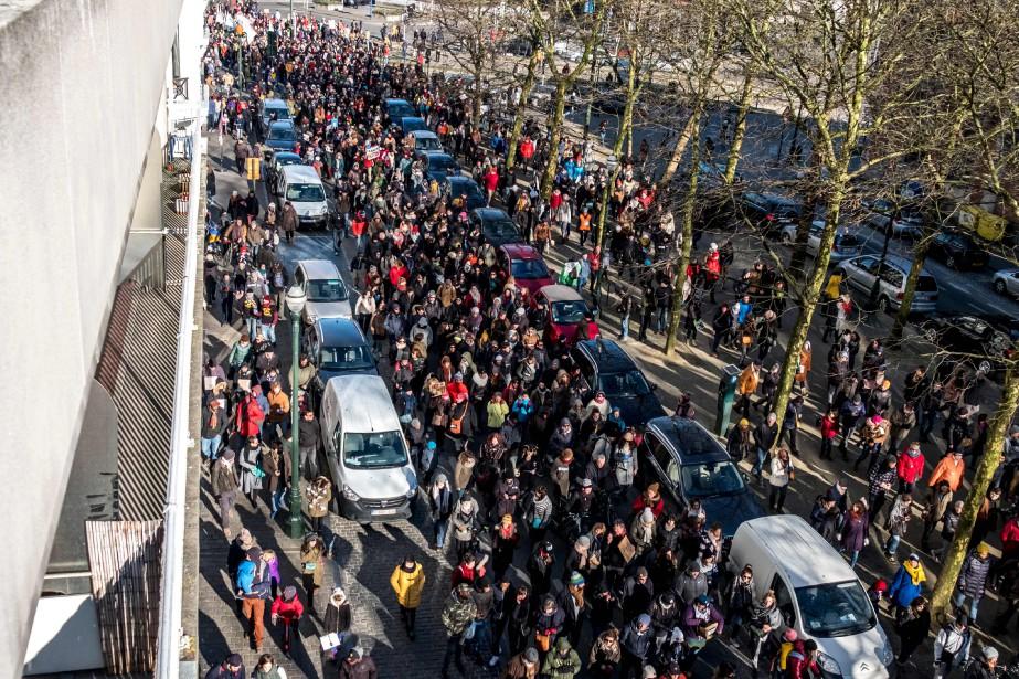 La manifestation se tenait dans le quartier de... (PHOTO AFP)