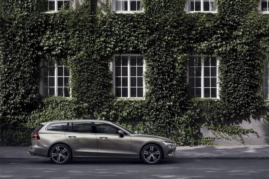 La compacte V60 arbore le nouveau langage stylistique de Volvo.... | 2018-02-26 00:00:00.000