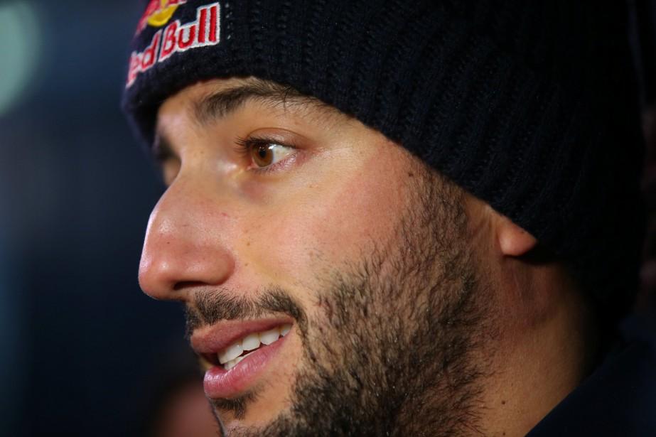 Le pilote australien Daniel Ricciardo, de l'écurie Red Bull, s'adresse... | 2018-02-26 00:00:00.000