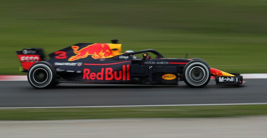 Daniel Ricciardo a inscrit le meilleur chrono de la 1 ère  journée d'essais au volant de sa Red Bull. | 26 février 2018
