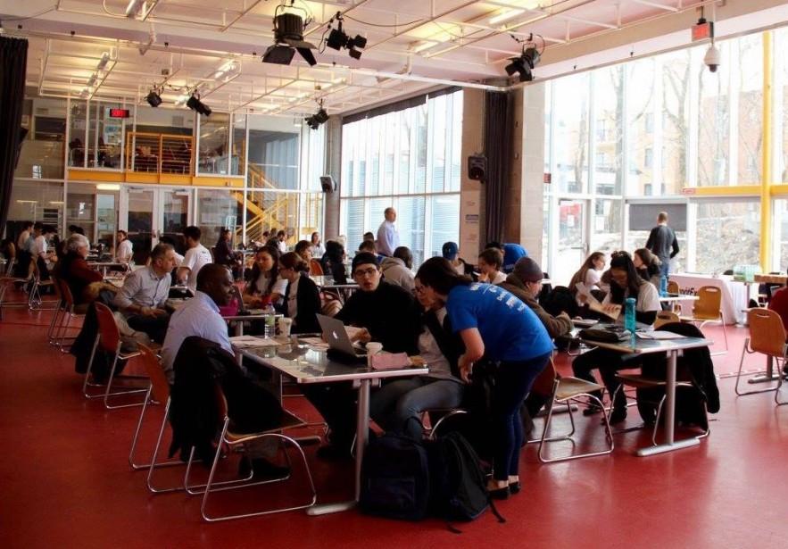Plus de 400 jeunes bénévoles participent à la... (Photo fournie par HEC Montréal)