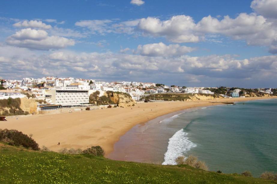 La plage d'Albufeira, dans le sud duPortugal... (Photo Nathaëlle Morissette, La Presse)