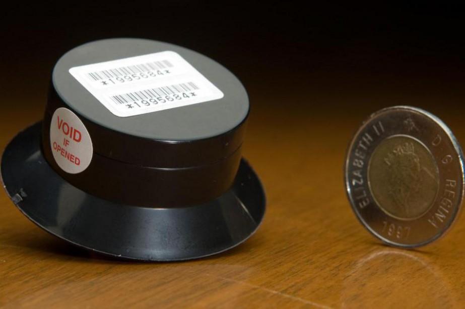 Des dispositifs (dosimètres) pour mesurer la concentration de... (Photo David Boily, Archives La Presse)