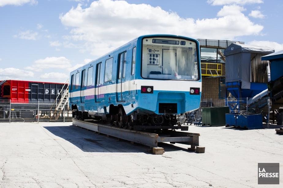 D'anciennes voitures blanches et bleues du métro de... (PHOTO OLIVIER PONTBRIAND, archives LA PRESSE)