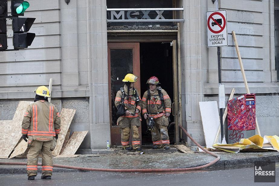 Le feu s'est déclaré vers 5h30 dans le... (Patrick Sanfaçon, La Presse)