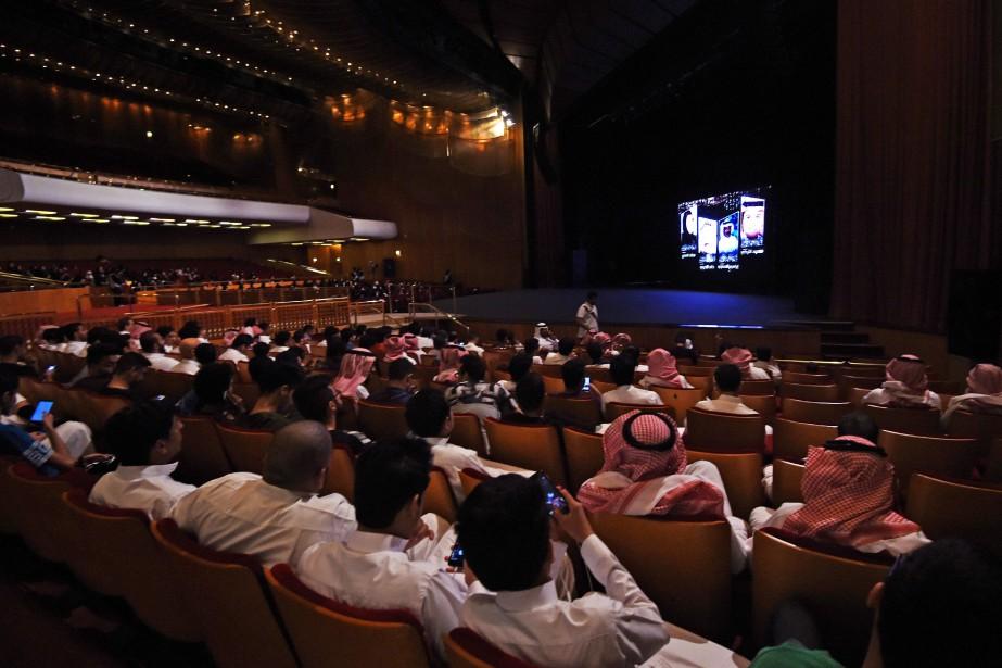 Des spectateurs assistent à une compétition de courts-métrages... (PHOTO ARCHIVES AFP)
