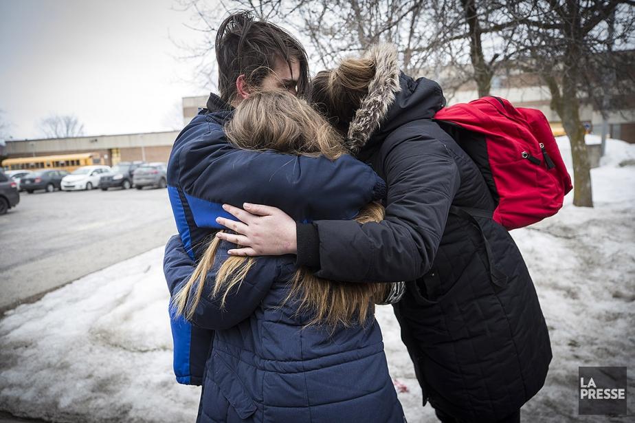 Les amis de l'adolescente étaient sous le choc... (Patrick Sanfaçon, La Presse)