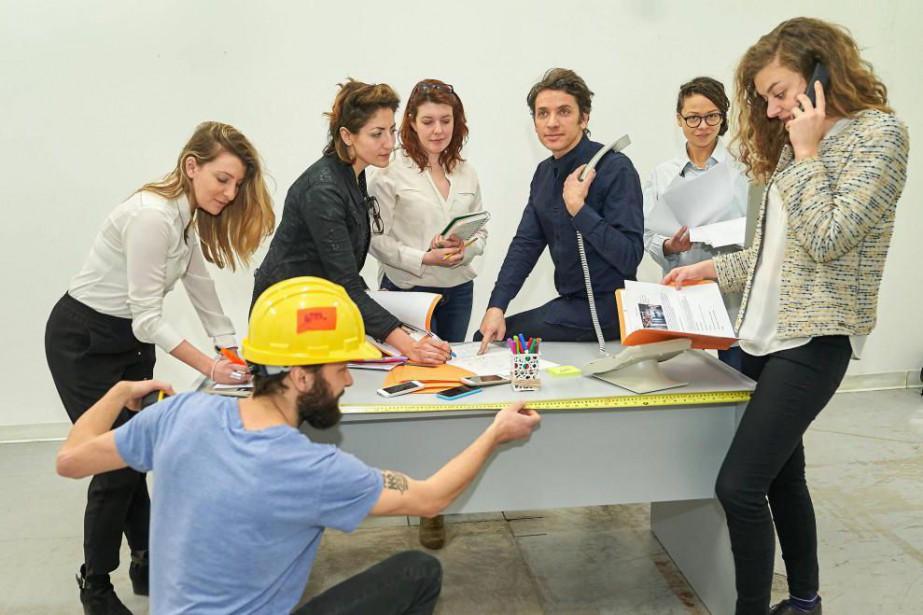 Le fondateur d'Art souterrain, Frédéric Loury, entouré de... (Photo André Pichette, La Presse)