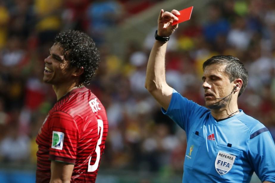 Le Portugais Pepe écope d'un carton rouge.... (REUTERS)