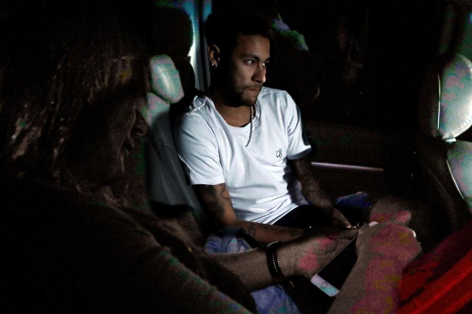Neymar à son arrivée à l'hôpital de Belo... (REUTERS)