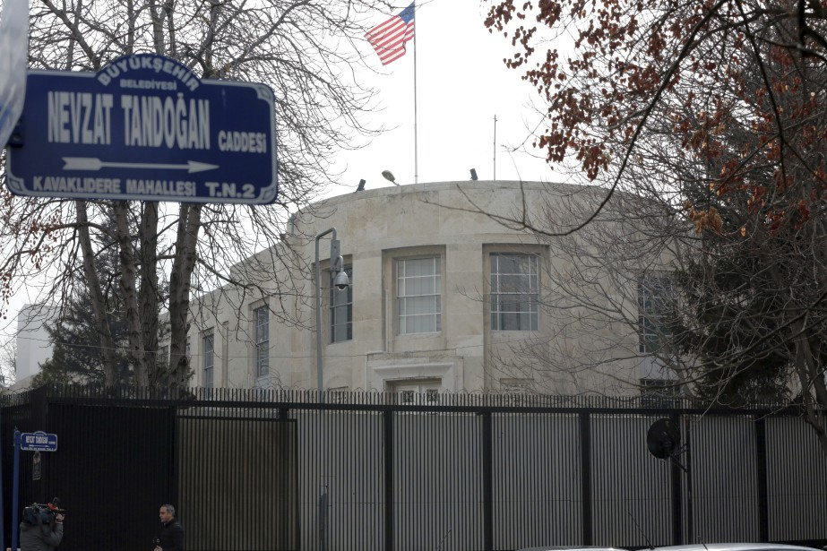L'ambassade à Ankara «sera fermée au public mardi... (AP)