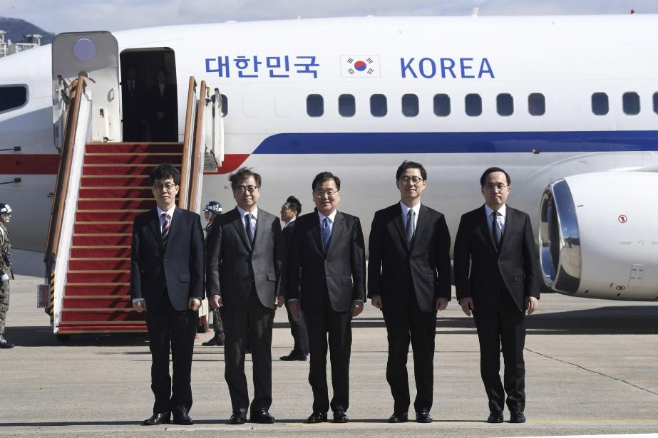 Les émissaires du président sud-coréen Moon Jae-In, plus... (Photo Jung Yeon-Je, Associated Press)