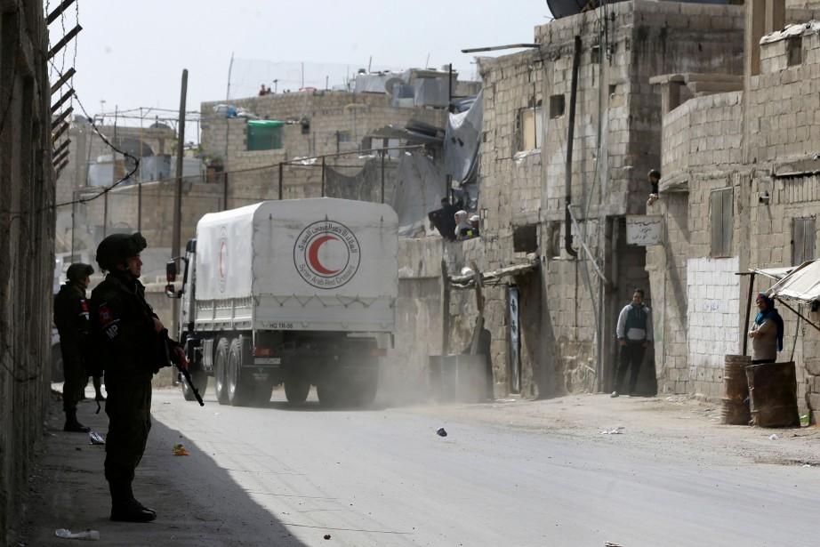 Le convoi, composé de camions marqués du sigle... (Photo Louai Beshara, Agence France-Presse)