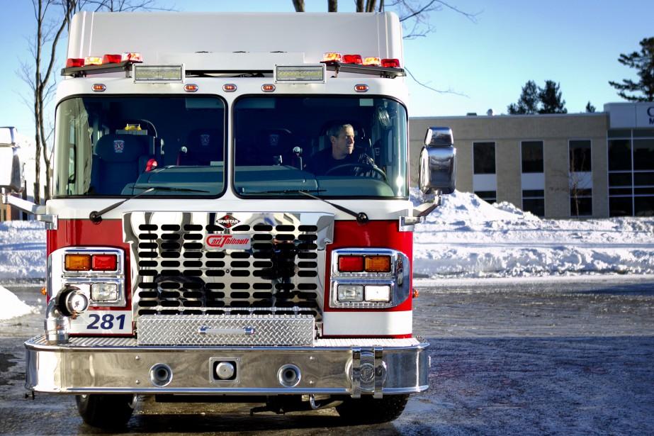Il a fallu plusieurs heures aux pompiers pour... (Photo d'archives)