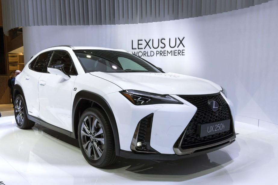 Le petit VUS Lexus UX arrive avec une version à essence et une version hybride. | 6 mars 2018