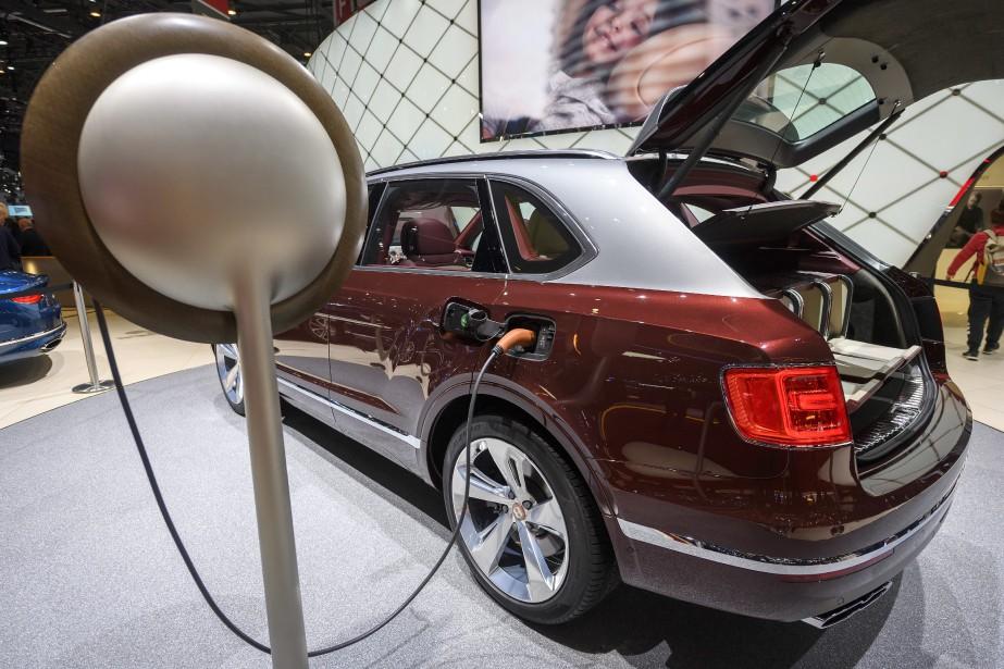 Même le gros Bentley Bentayga vient désormais en version hybride rechargeable. | 6 mars 2018