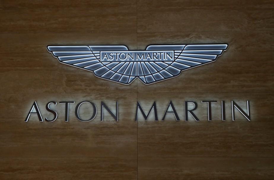 L'emblème d'Aston-Martin au stand de la compagnie au Palais des congrès et des expositions de Genève, où se tient le 88e Salon de l'auto et accessoires de Genève. (REUTERS)