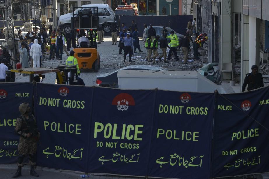Quelque 2057 personnes ont été tuées et 2074... (Photo Arif Ali, Agence France-Presse)