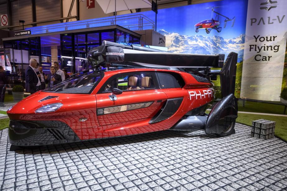 Le modèle «Liberty» du néerlandais Pal-V, premier hybride «roulant-volant», doit être livré aux acheteurs dès l'année prochaine. | 7 mars 2018