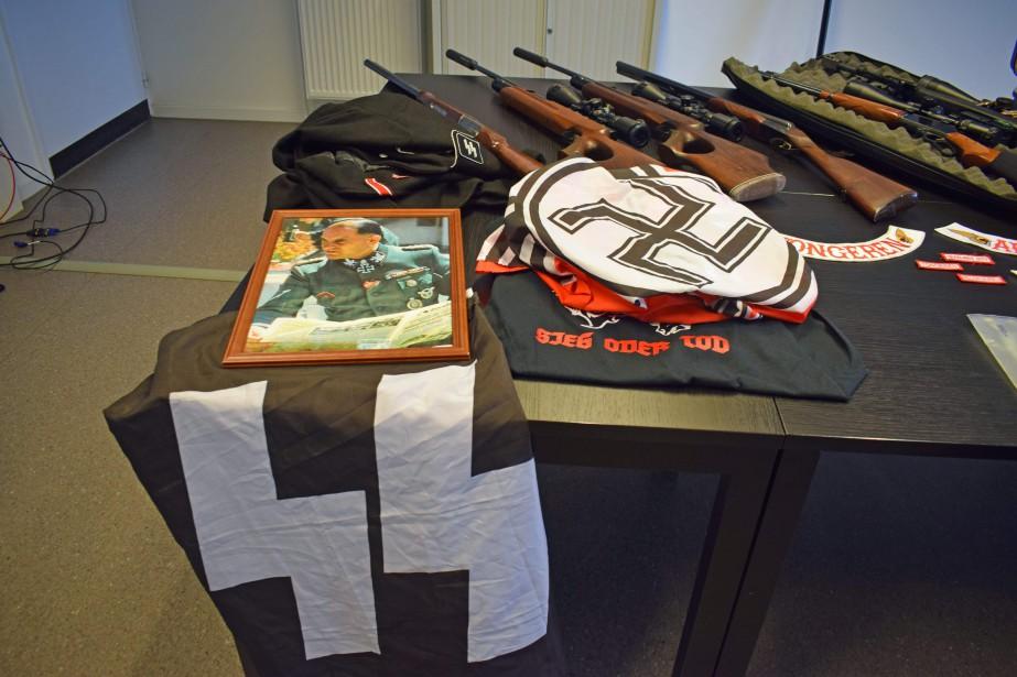 Du matériel de propagande nazie a notamment été... (PHOTO AFP)