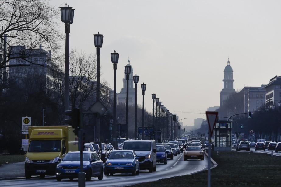Les interdictions de circulation des vieux diesels dans... (PHOTO Markus Schreiber, ARCHIVES AP)