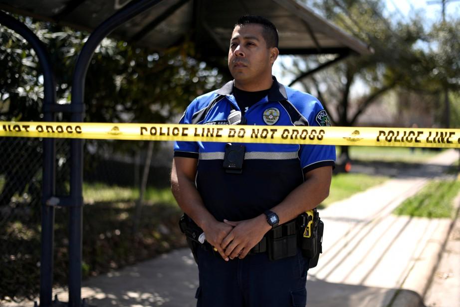 La police inspectait lundi des maisons d'Austin à... (PHOTO REUTERS)