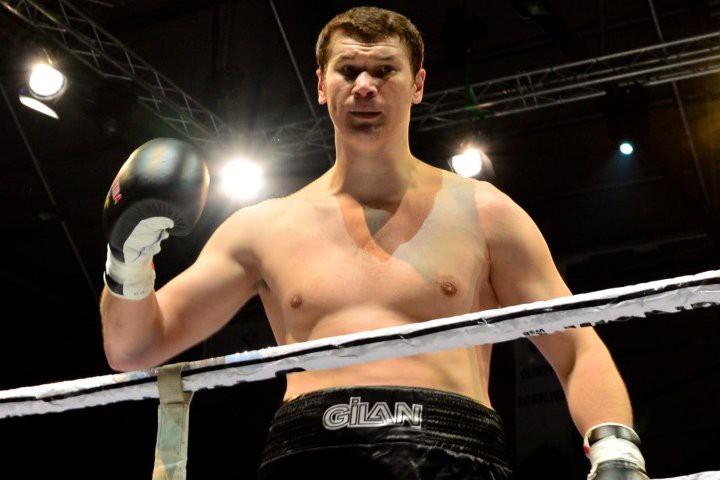 Le boxeur russe Arslanbek Makhmudovest un poids lourd... (Photo tirée du site boxingscene.com)