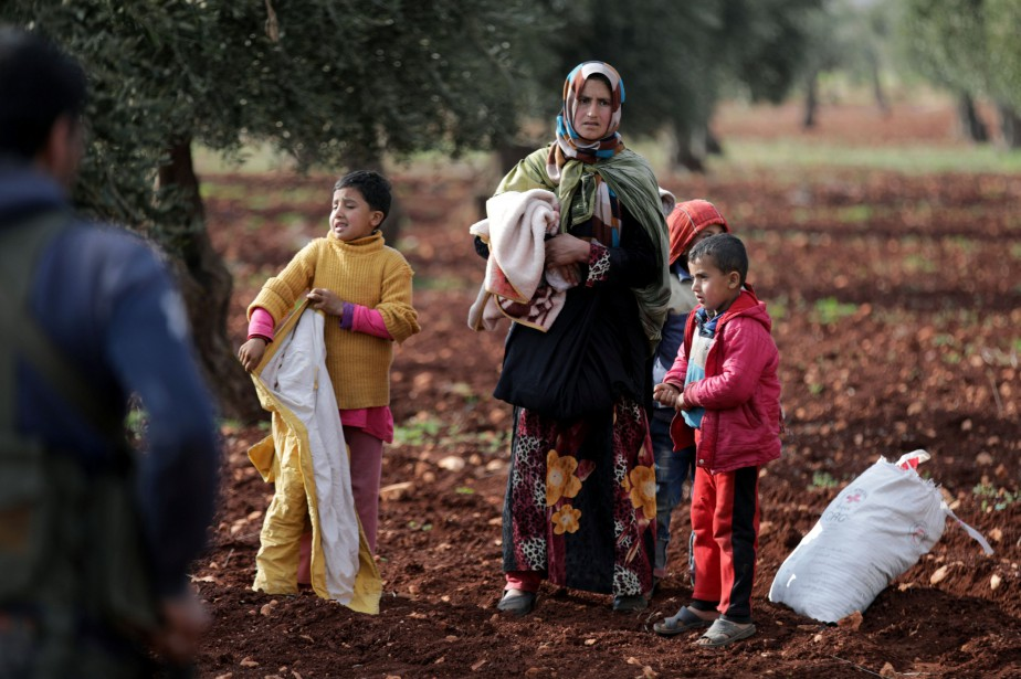 An internally displaced woman is seen in the... (Photo Khalil Ashawi, Reuters)