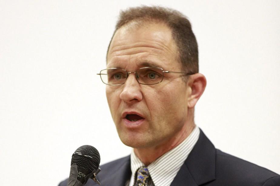 Le professeur, identifié comme Dennis Alexander, un réserviste... (PHOTO AP)