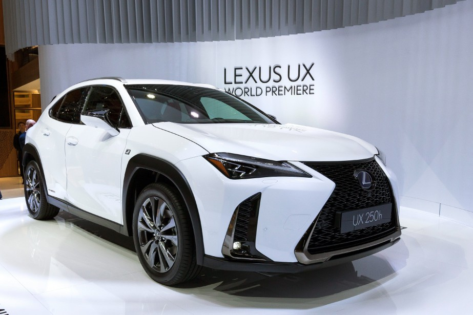Le Lexus UX sera offert en versions à... (photo AP)