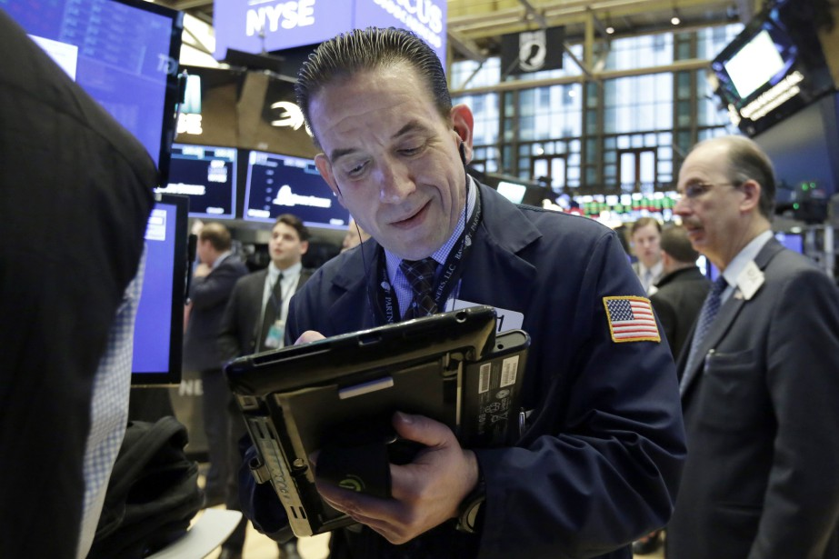Vers 12h10, l'indice vedette Dow Jones Industrial Average... (Photo Richard Drew, Associated Press)