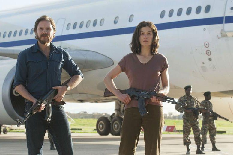 Daniel Brühl et Rosamund Pike incarnent des terroristes... (PHOTO fournie par Entract Films)