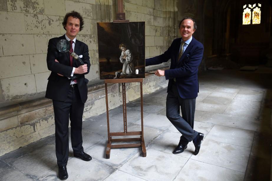 Le commissaire-priseur Philippe Rouillac (à droite) et son... (Photo AFP)