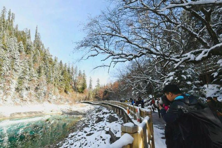 Le parc de Jiuzhaigou a accueilli ses premiers... (Photo tirée du compte Facebook China.org.cn)