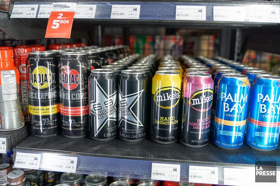 Concernant les boissons alcoolisées sucrées, la SAQ attend... (Photo André Pichette, La Presse)