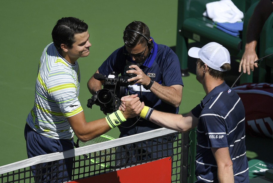 Milos Raonic, à gauche, l'a emporté contre Sam... (Photo Mark J. Terrill, AP)