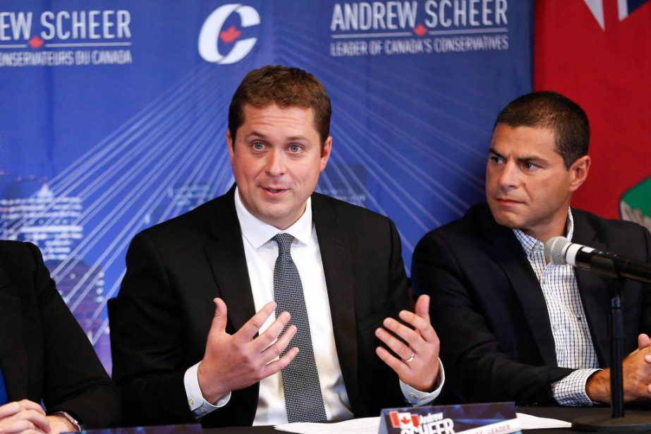 Environ 400personnes sont attendues à ce premier conseil... (PhotoJohn Woods, archives La Presse canadienne)