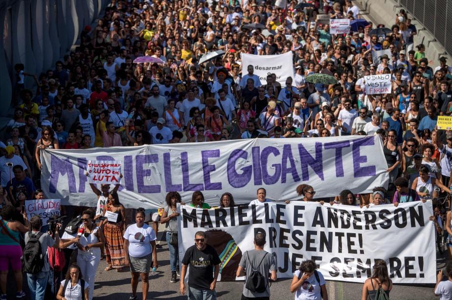 La manifestation de dimanche, mélange de consternation et... (PHOTO AFP)
