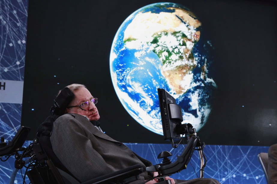Stephen Hawking en 2016... (PHOTO Lucas Jackson, ARCHIVES REUTERS)