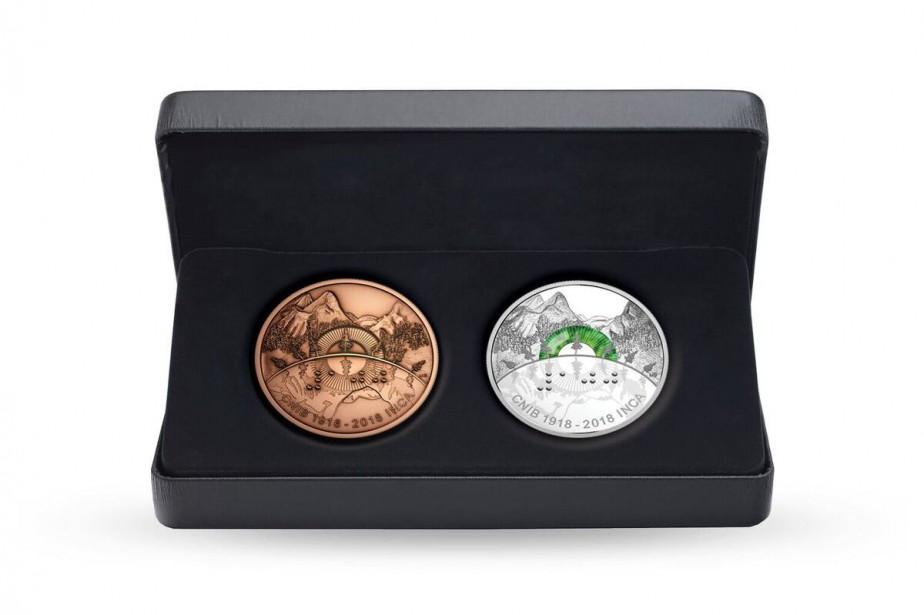 La pièce en argent et le médaillons en... (Photo tirée du site internet COIN DU CANADA)
