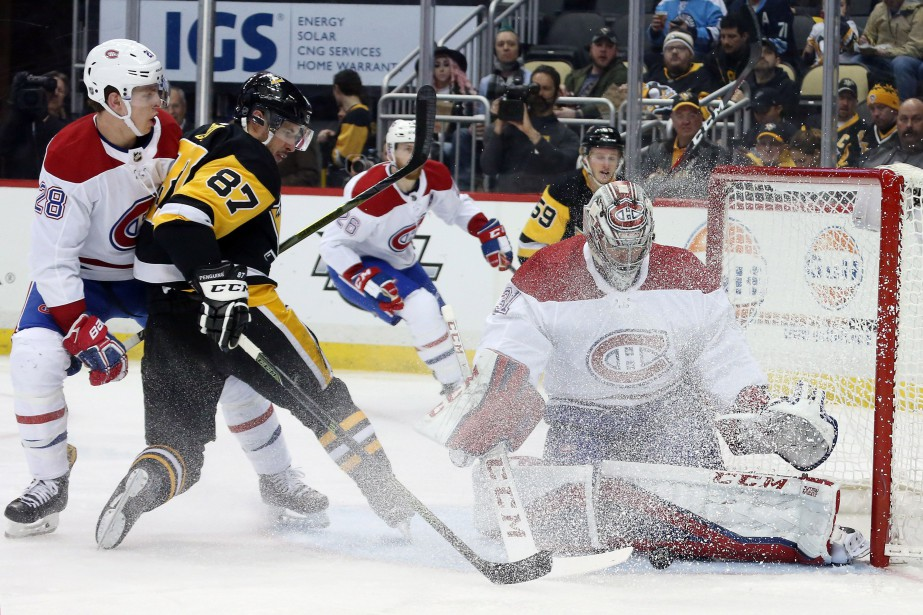 Carey Price (31) devant Sidney Crosby (87) et... (Photo Charles LeClaire, USA TODAY Sports)