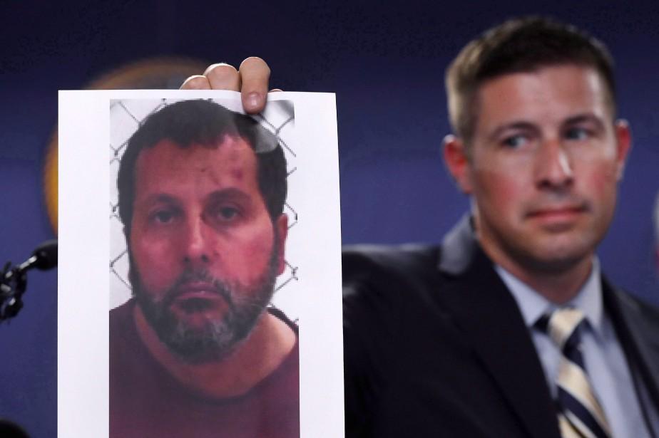 Timothy Wiley, du FBI, montre une photo d'Amor... (Photo Paul Sancya, AP)