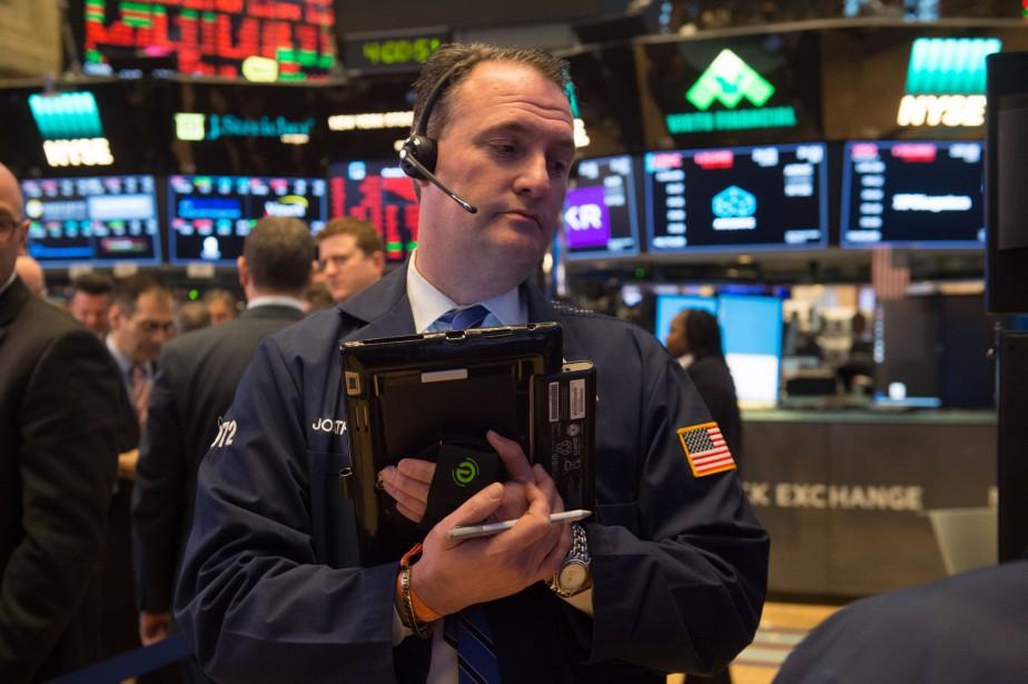 Le Dow Jones a perdu 2,93%, ou 724,42... (Photo AFP)