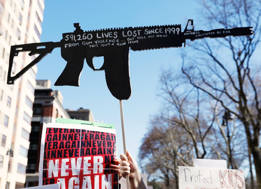 Les protestataires dénoncent la violence reliée aux armes à feu.   24 mars 2018